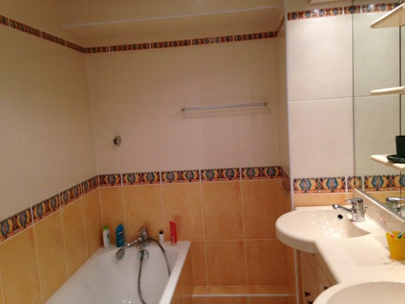 salles de bains et salle d 39 eau location appartement la toussuire 3 pour 8 personnes entre. Black Bedroom Furniture Sets. Home Design Ideas
