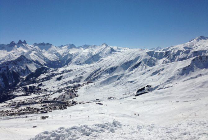 Vue sur le domaine skiable La Toussuire - Le Corbier